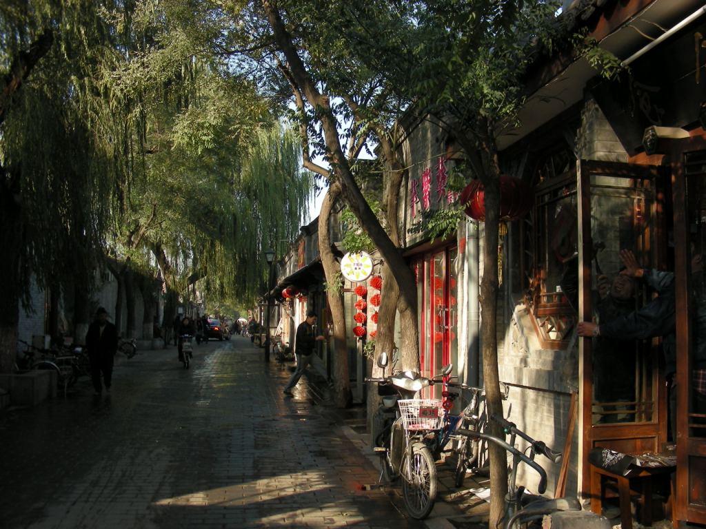 Пекин. переулок Наньлогу. Одна из самых древних улиц Пекина фото ... be3b1a186fa