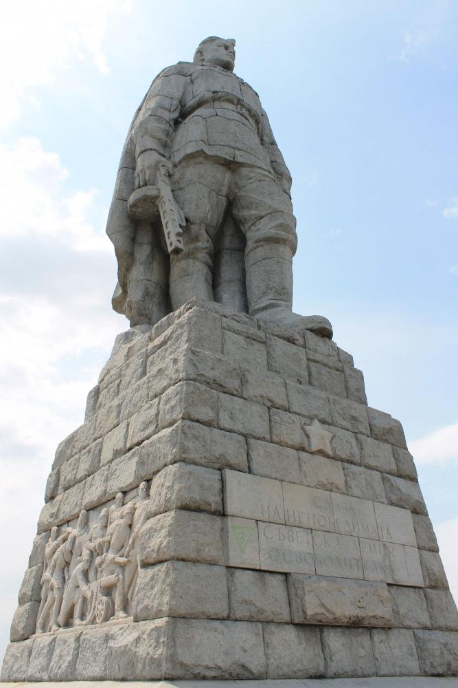 Эконом памятник с резным крестиком в углу Зубцов Памятник Скала с колотыми гранями Коломна